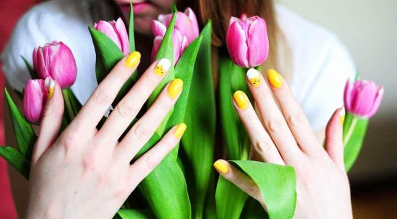 Wielkanocny manicure – kurczaczki na paznokciach