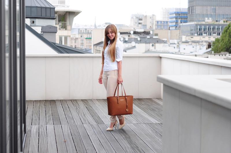 Weekend w mieście – elegancki zestaw z białą koszulą
