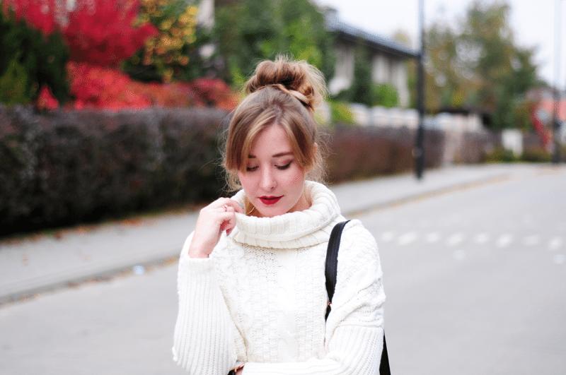 kok na wypełniaczu biały sweter golf sheinside pomadka szminka na jesień
