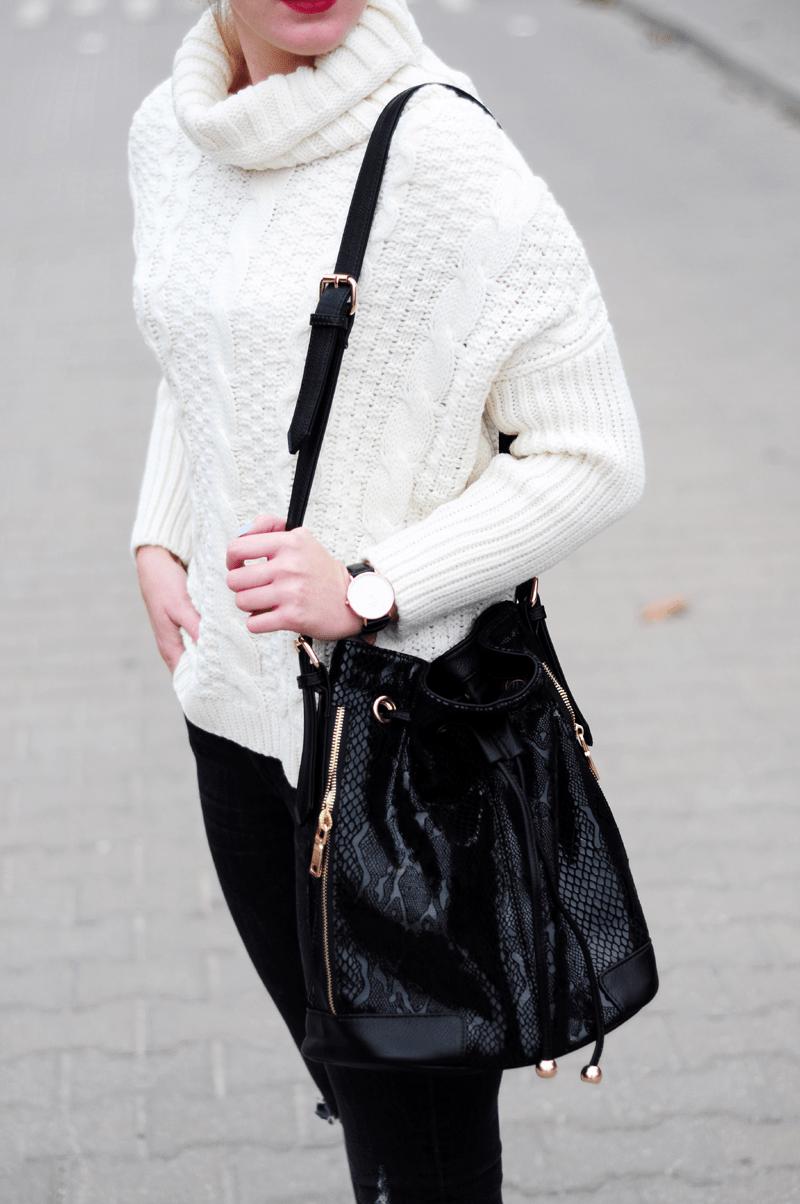 streetstyle modna jesień sweter z golfem biały sheinside torba worek