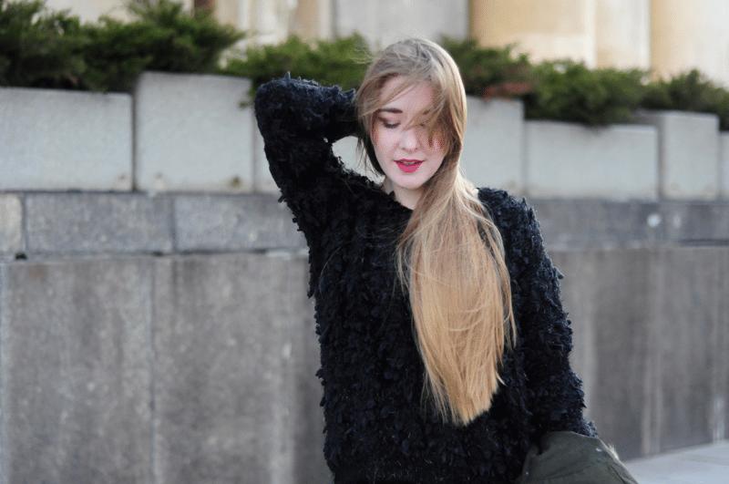 yeti puchaty sweter czarny monashe