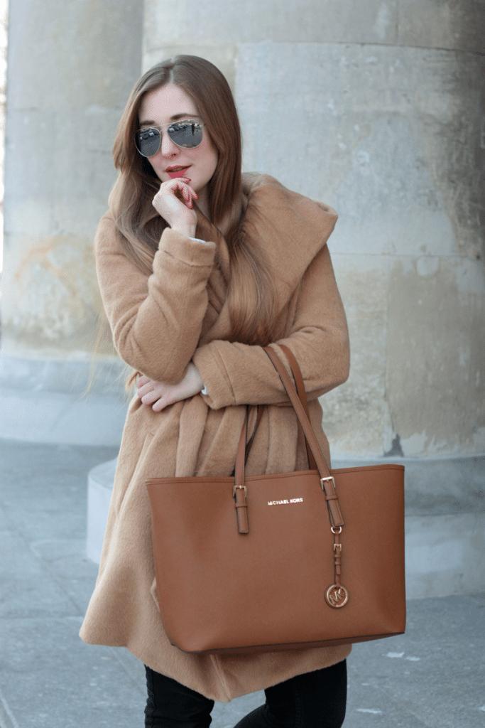 idealna pogoda stylizacja na wiosnę camelowy płaszcz sheinside