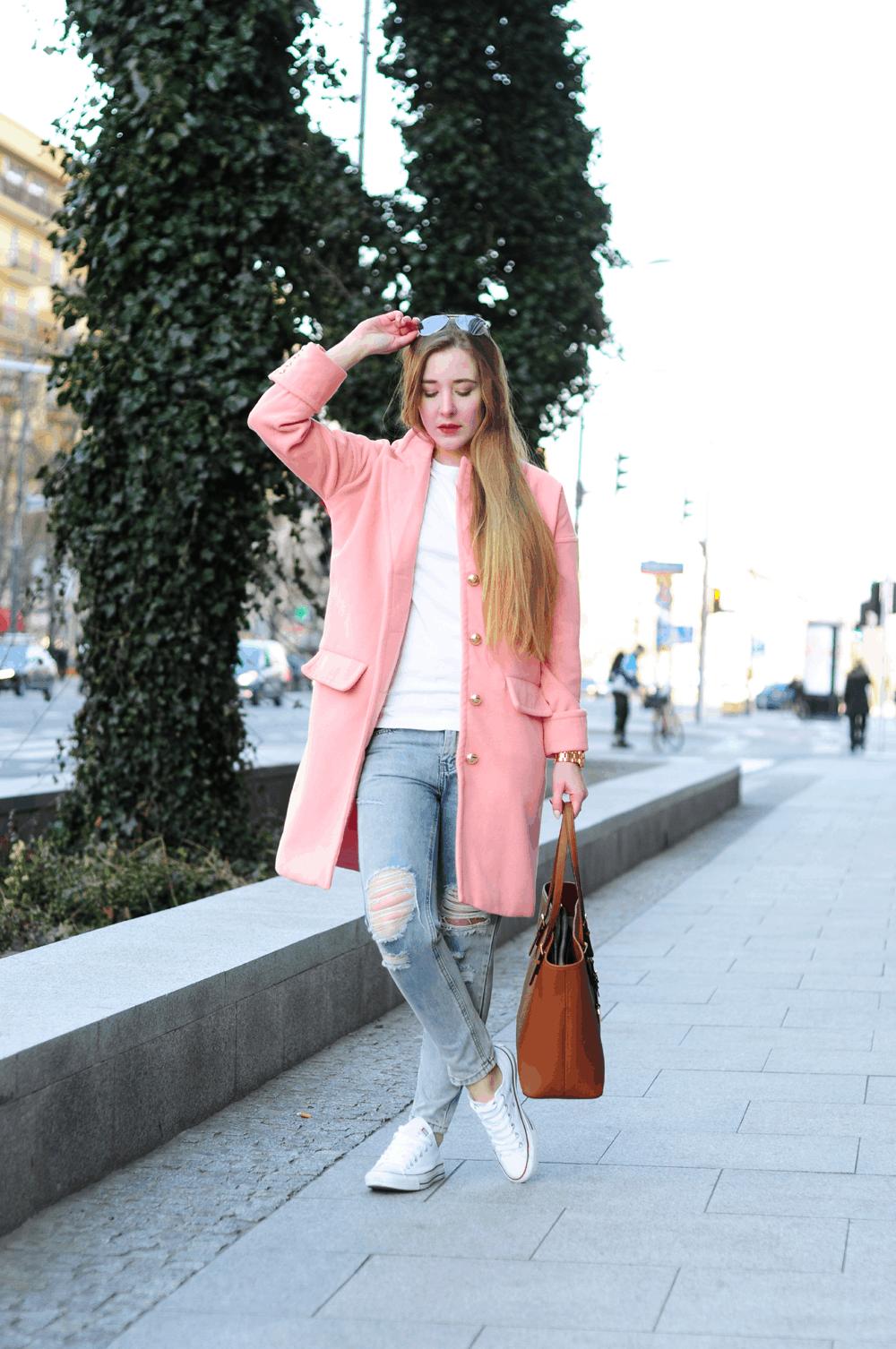 ootd różowy płaszcz podarte jeansy wiosna 2015