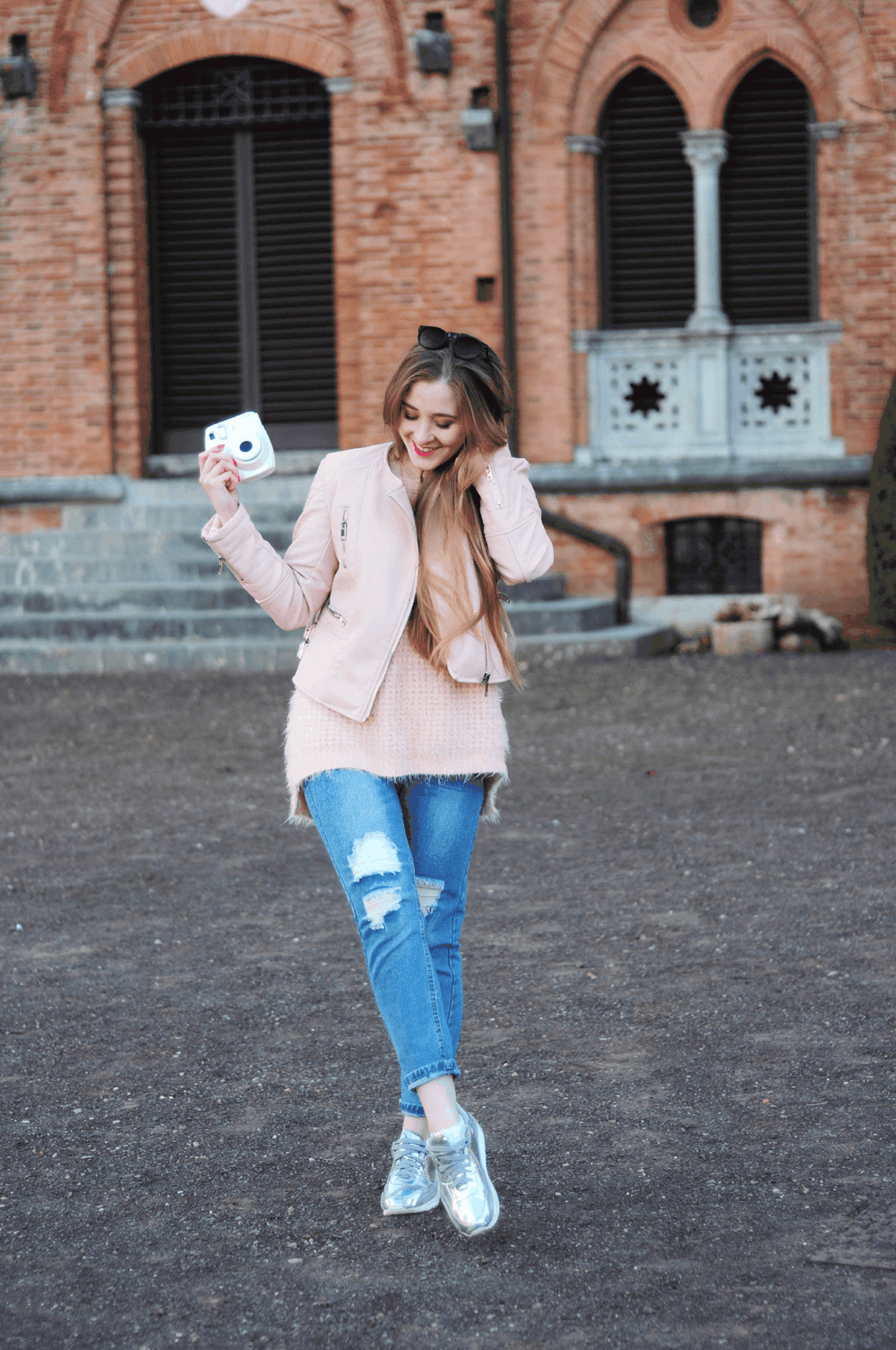 oots srebrne sneakersy różowy sweterek sheinside