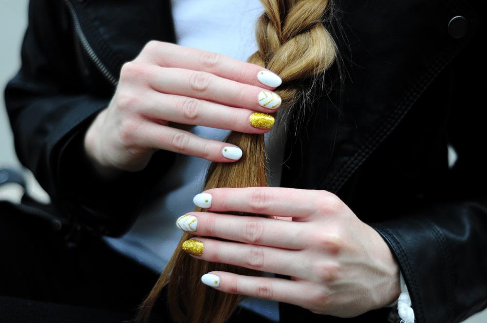 warkocz złoto białe paznokcie blogerki