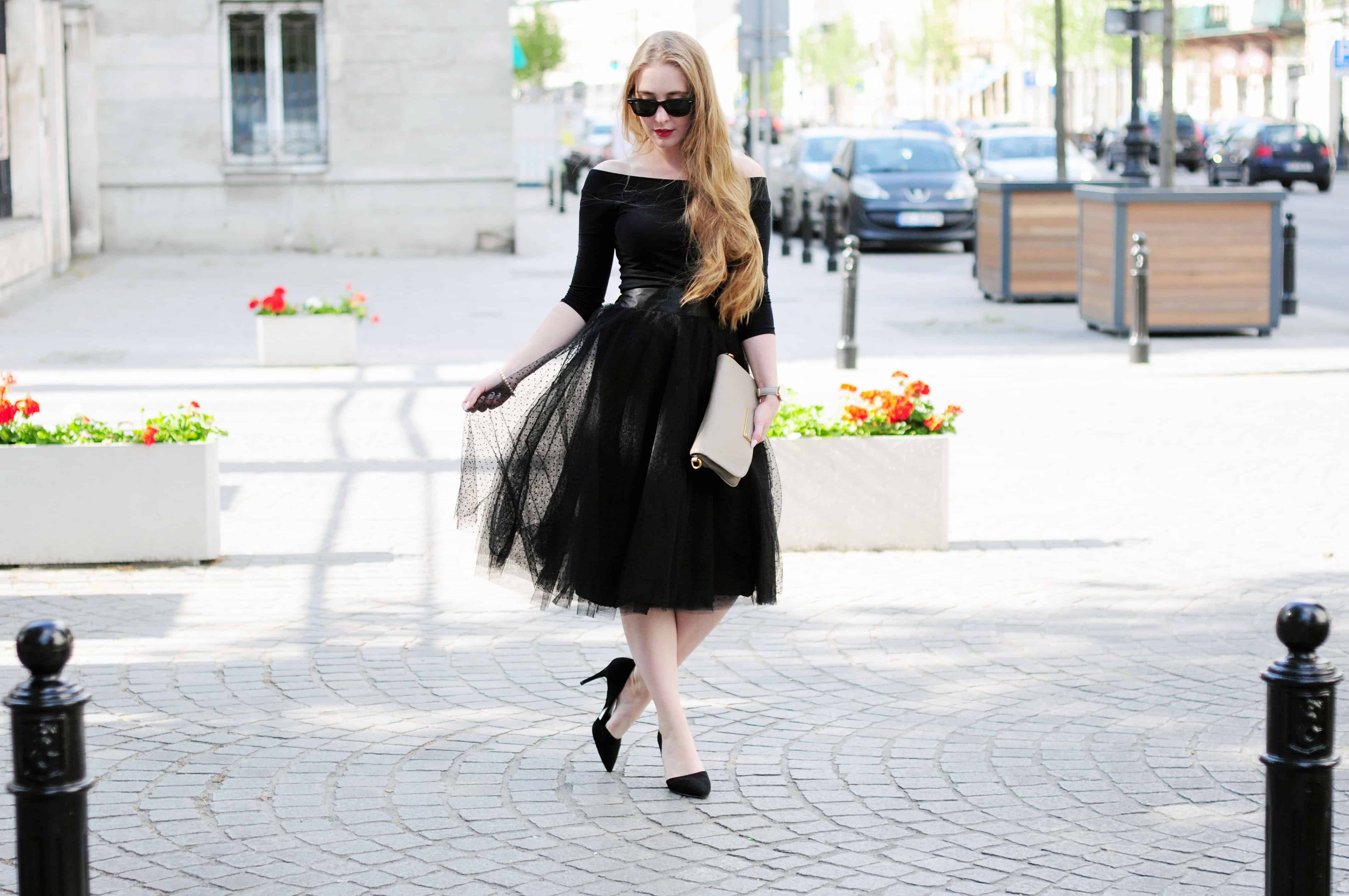 Total black: elegancki zestaw z tiulową spódnicą