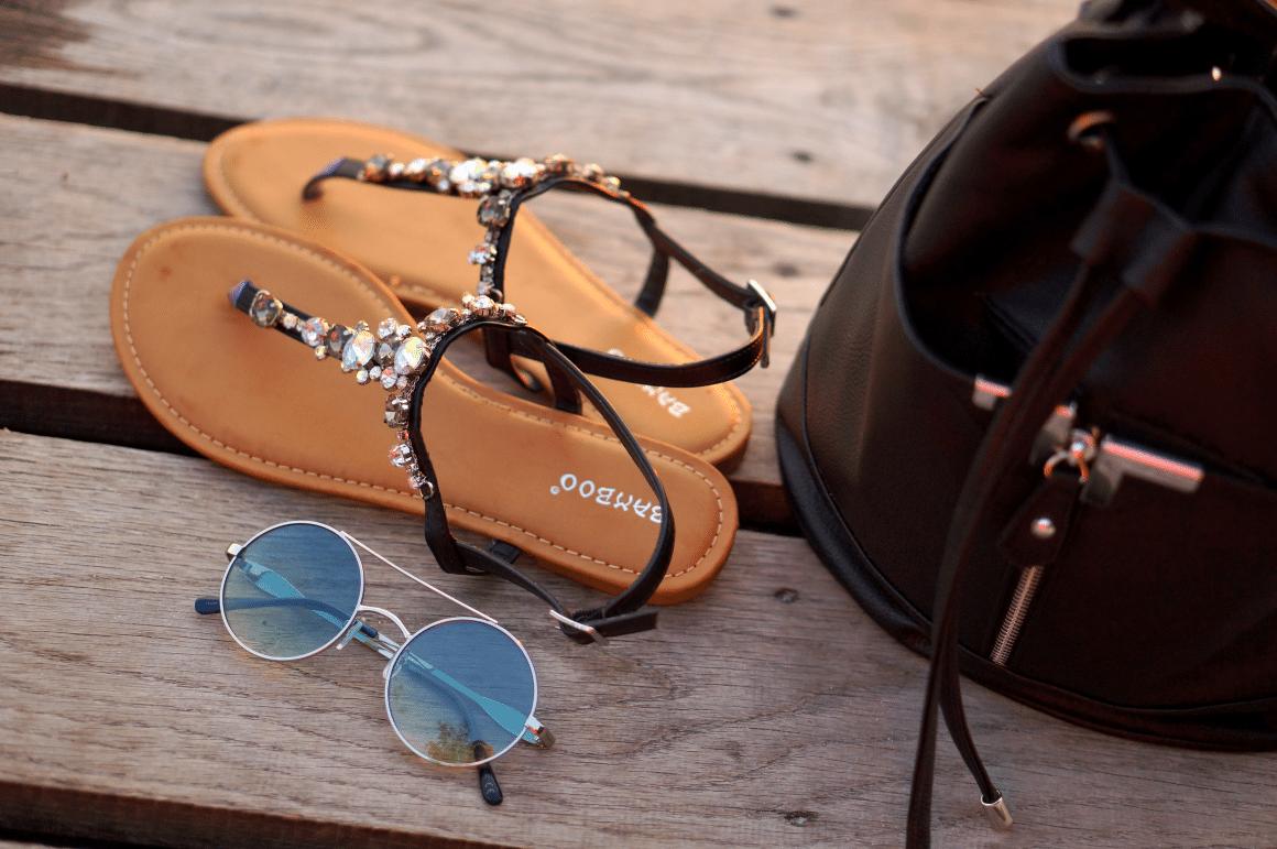 czarne sandałki z kryształkami torba worek eko skóra primark okulary lenonki lustrzanki