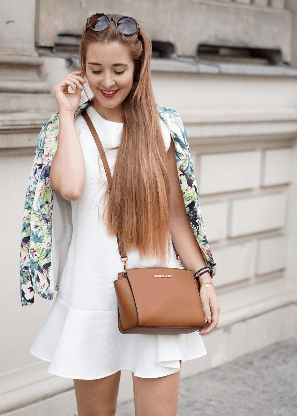 ootd biała sukienka marynarka w kwiatki
