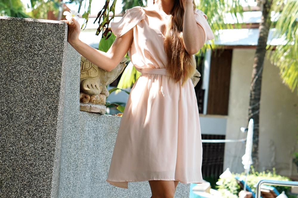 różowa szyfonowa sukienka z opadającymi ramnionami romwe