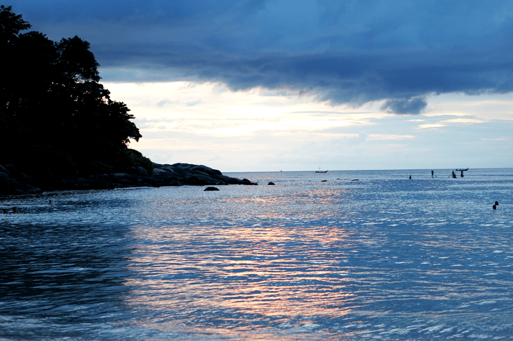 zachód słońca phuket kata beach