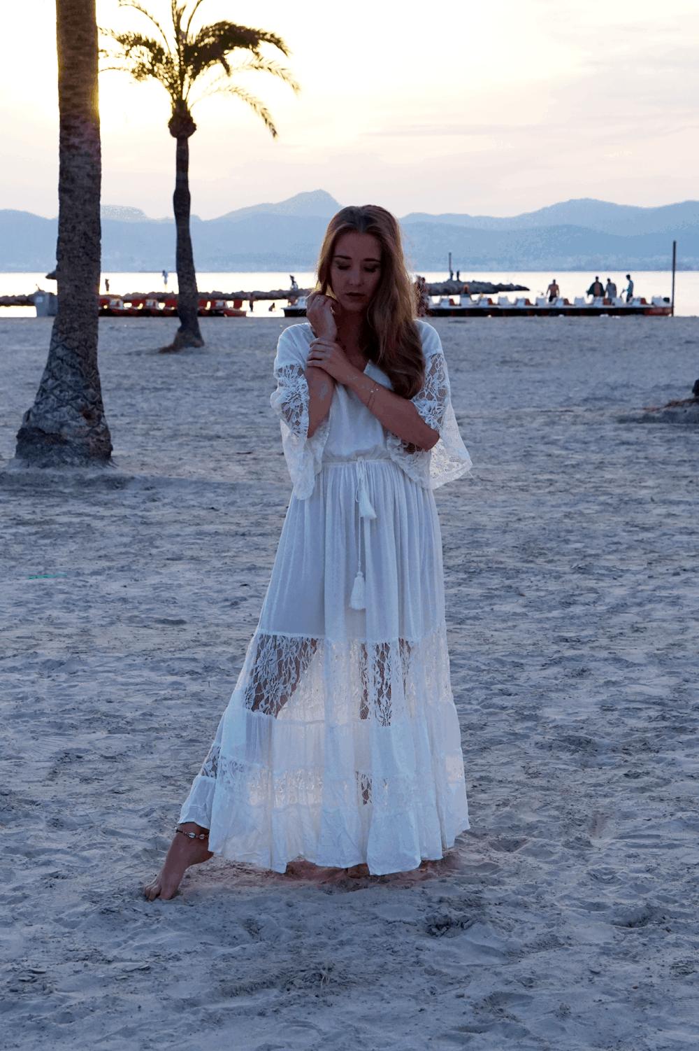 romantyczna stylizacja na plaży majorka