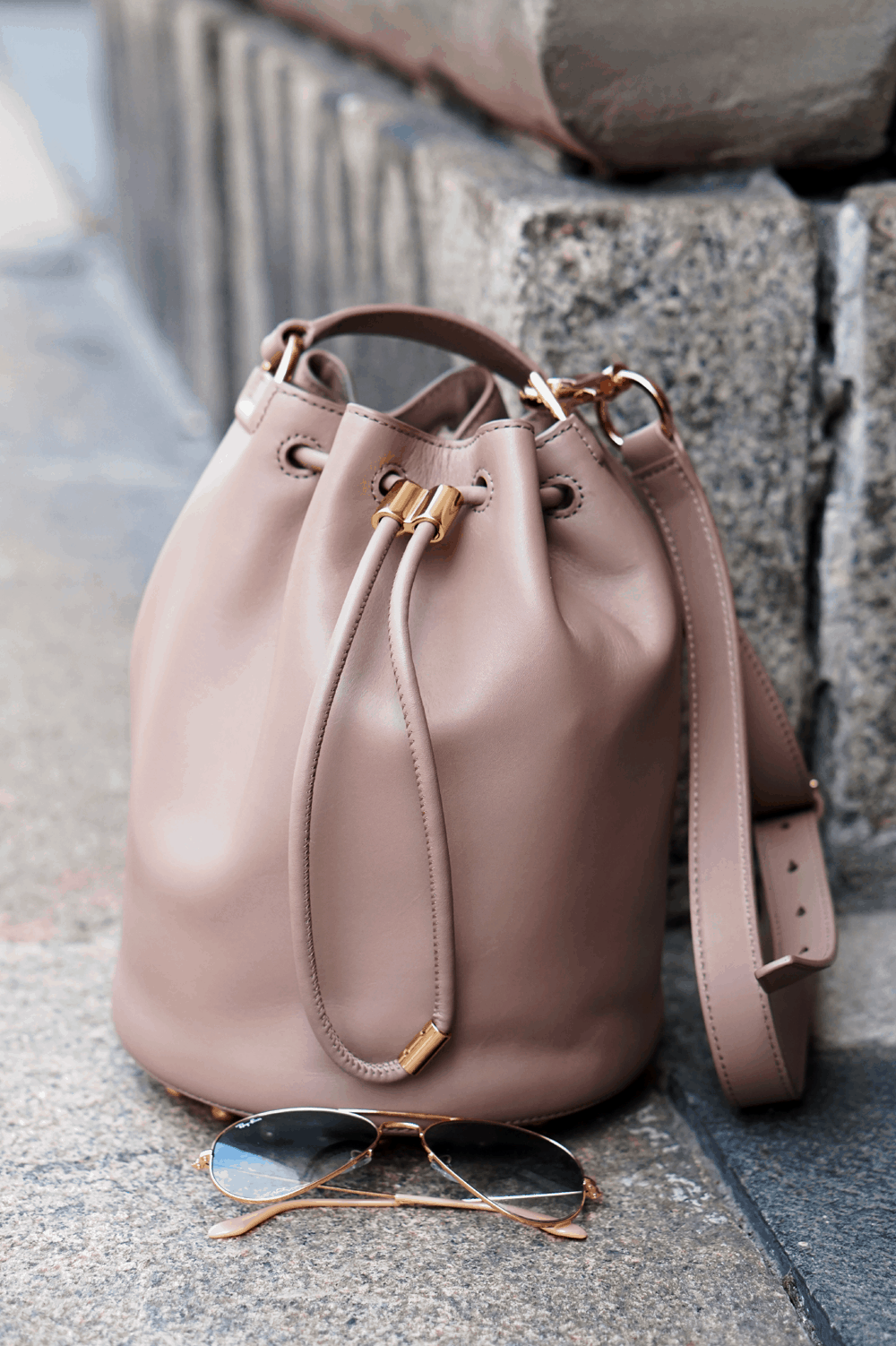 alexander wang bucket bag nude ćwieki