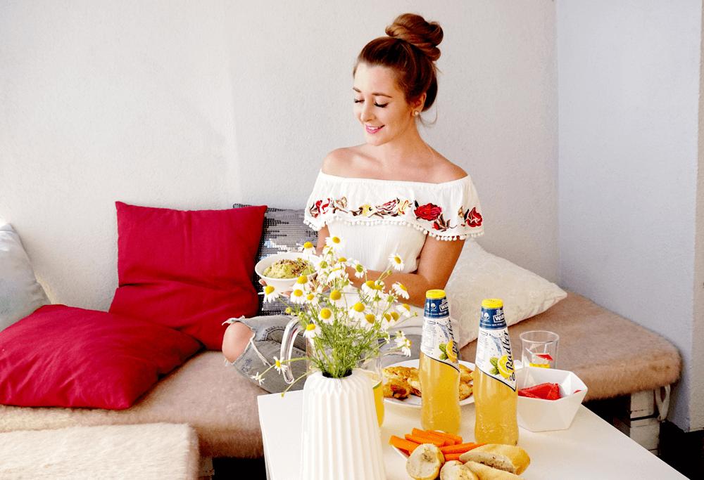 Piknik w domowym zaciszu – przekąski na imprezę na balkonie