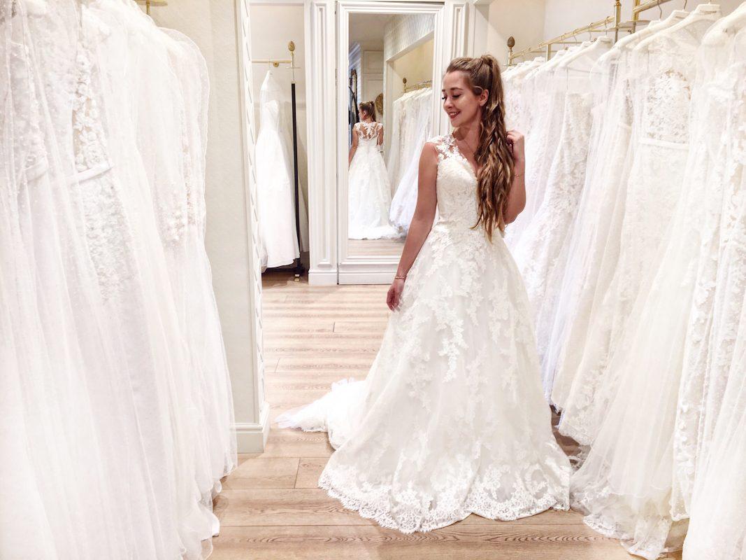 Przymiarki sukien ślubnych – co warto wiedzieć