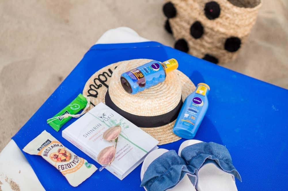 Co zabrać na plażę kiedy jest chłodno?