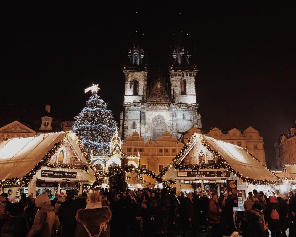 Jarmark bożonarodzeniowy w Pradze – warto na weekend?